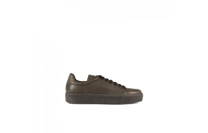 Sneaker marrón