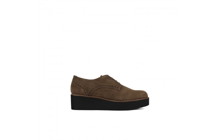 Brown platform blucher
