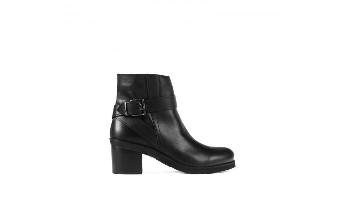 Black heeled Booty