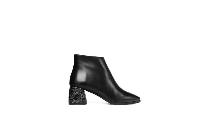 Alaska heeled boots