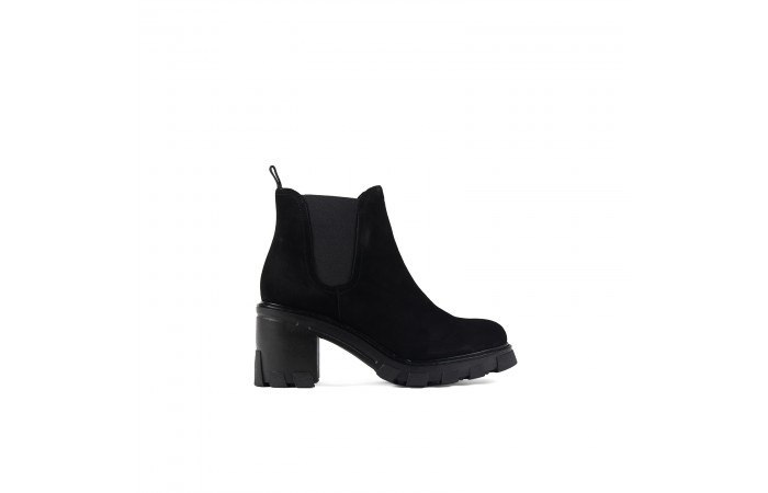 Black suede Giselle boots