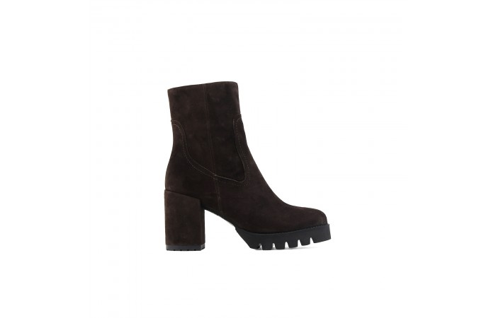 Brown suede Kala boots