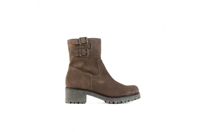 Brown chelsea mountain boot