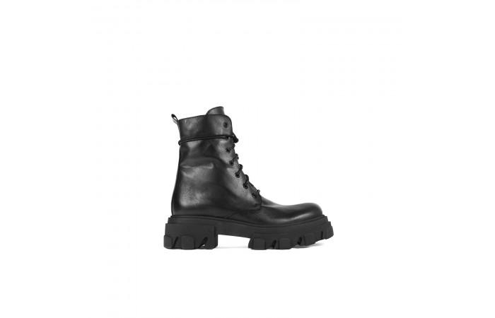 Olimpia platform boots
