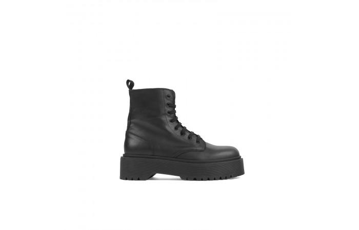 Platform Stark boots