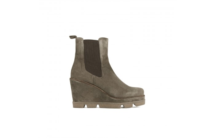Taupe suede platform Boots