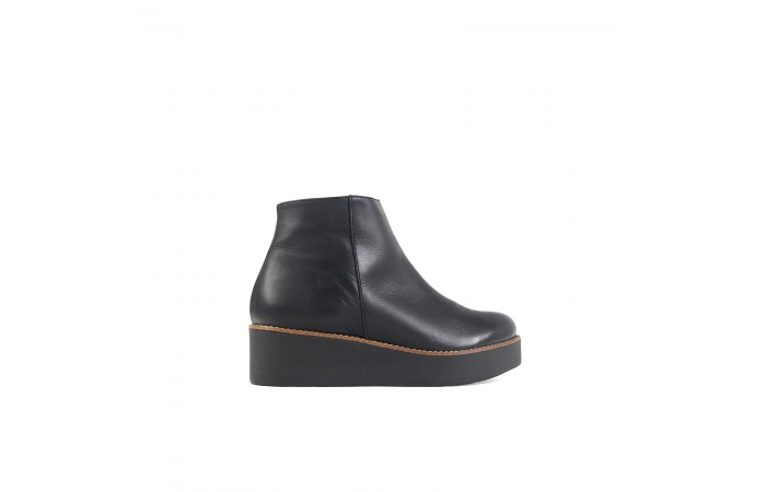 Black leather Clea boots