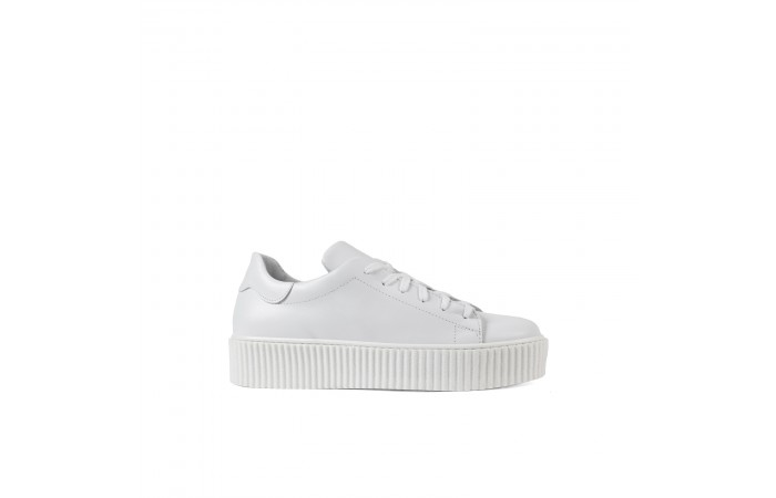 White Ray Sneaker