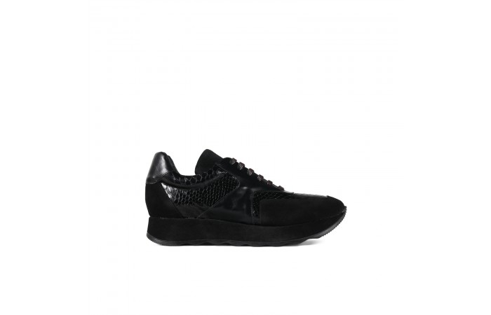 Black platform sneaker