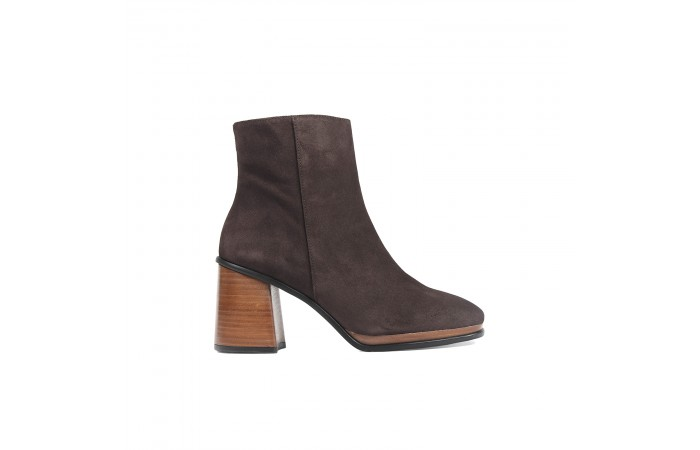 Brown midi elephant heel boots