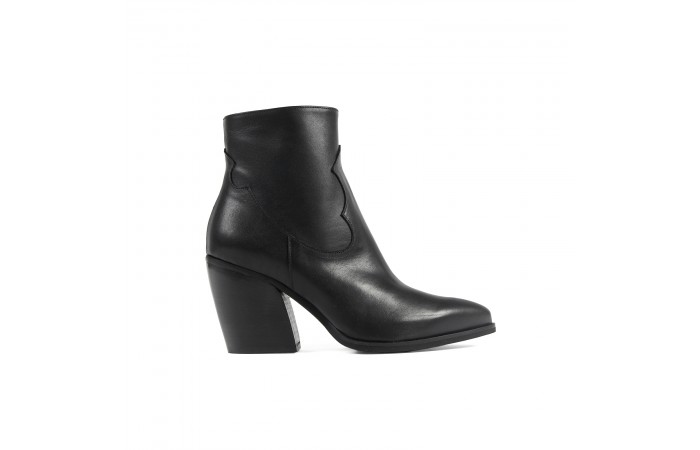 Black cowboy leather ankle...