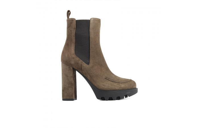 Brown elastics high heel boots