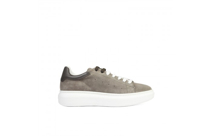 Taupe suede Sneaker