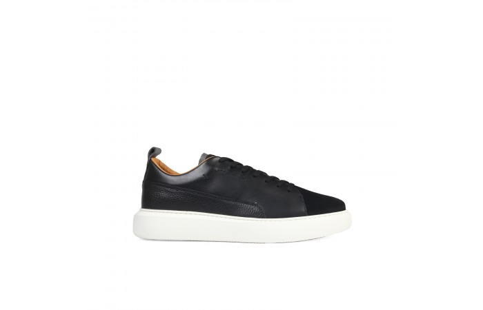 Black multimaterial sneaker