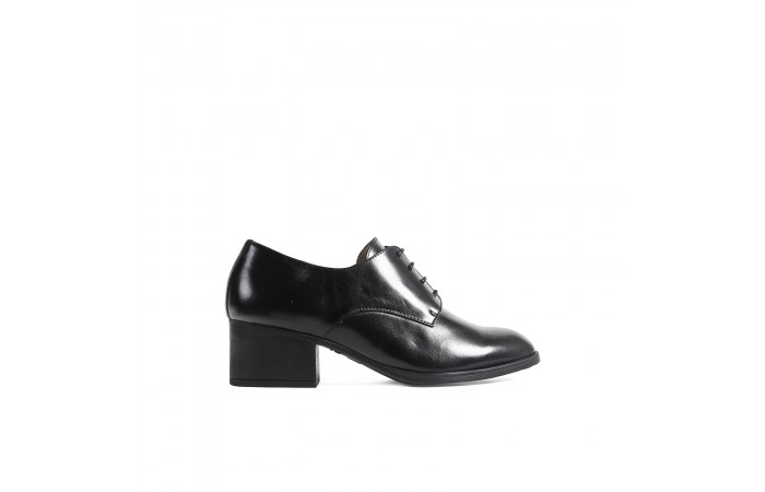 Black leather heel blucher