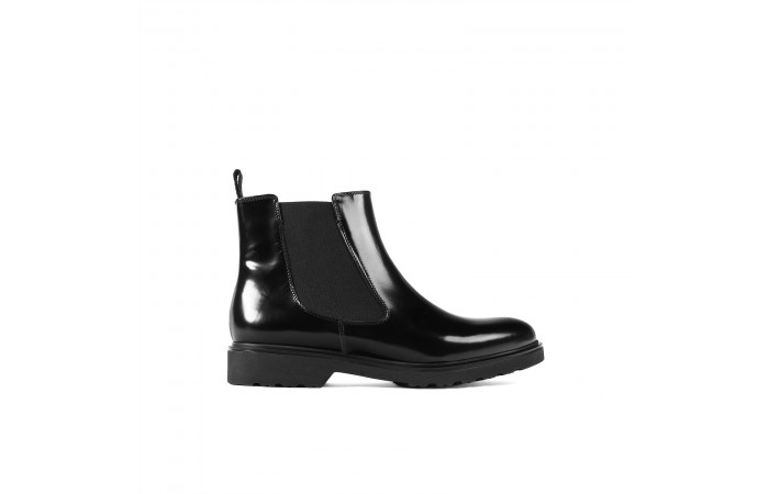 Patent leather chelsea boot