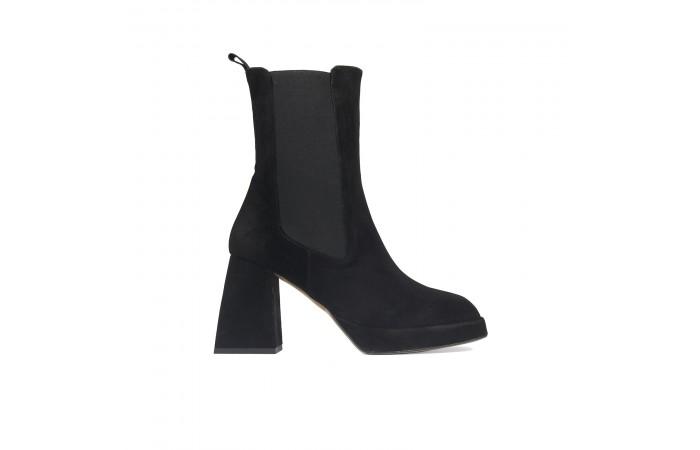 Black Bonnie Elastics Boots