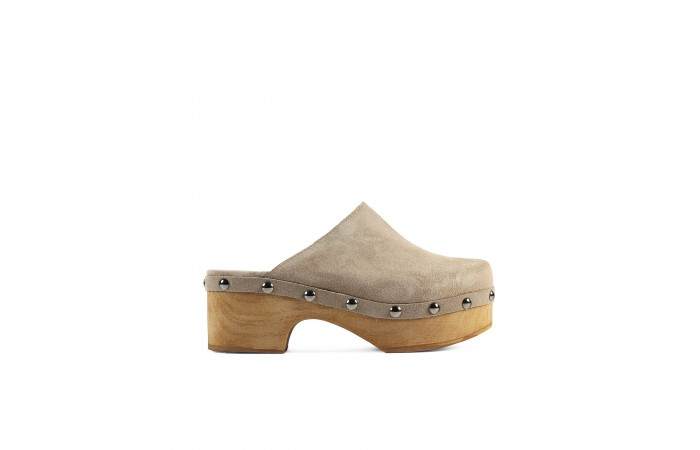 Beige heeled Clog with tacks