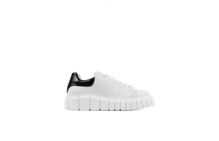 Tokio platform sneakers