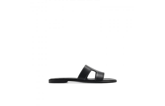 Black flat Atenea sandal